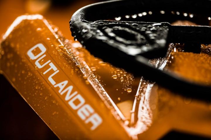 Outlander-DPS-570-Orange-Close-up